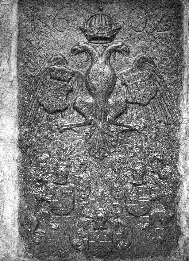 A033116 Pierre encastrée avec armoiries (aigle bicéphale)