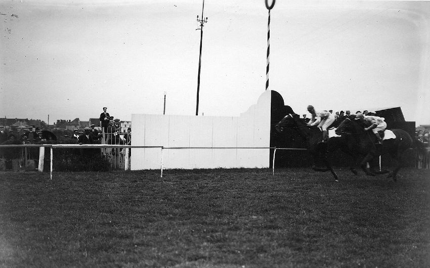 E028006 Sport, Course de chevaux: Oostende , Hippodroom Wellington