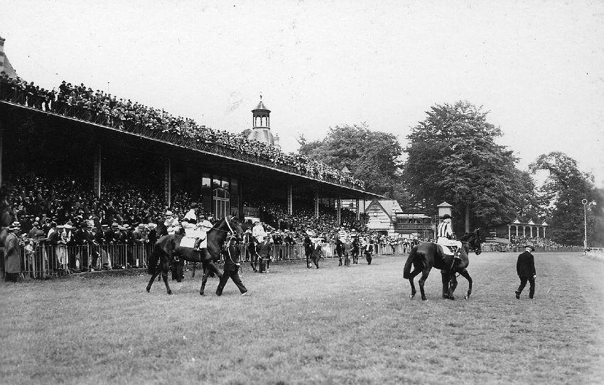 E028211 Sport : courses de chevaux à Boitsfort - paardenrennen te Bosvoorde