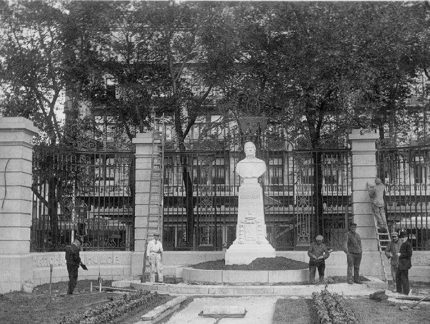 E039141 Borstbeeld van August Beernaert[1829-1912]