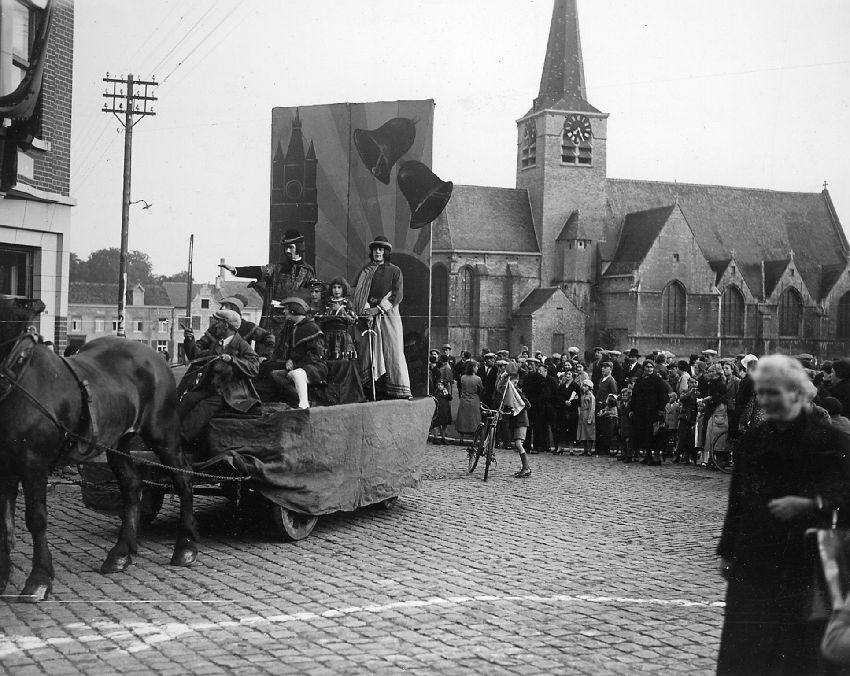 E039842 Cortège - Historische stoet te Zaventem