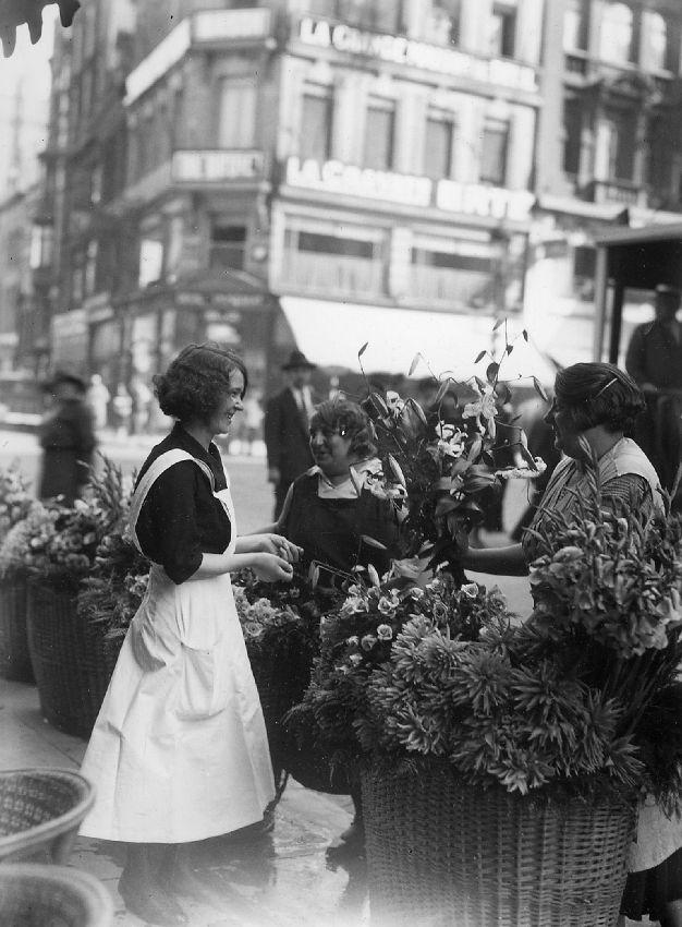 E040106 Marchand de fleurs- bloemenverkopers