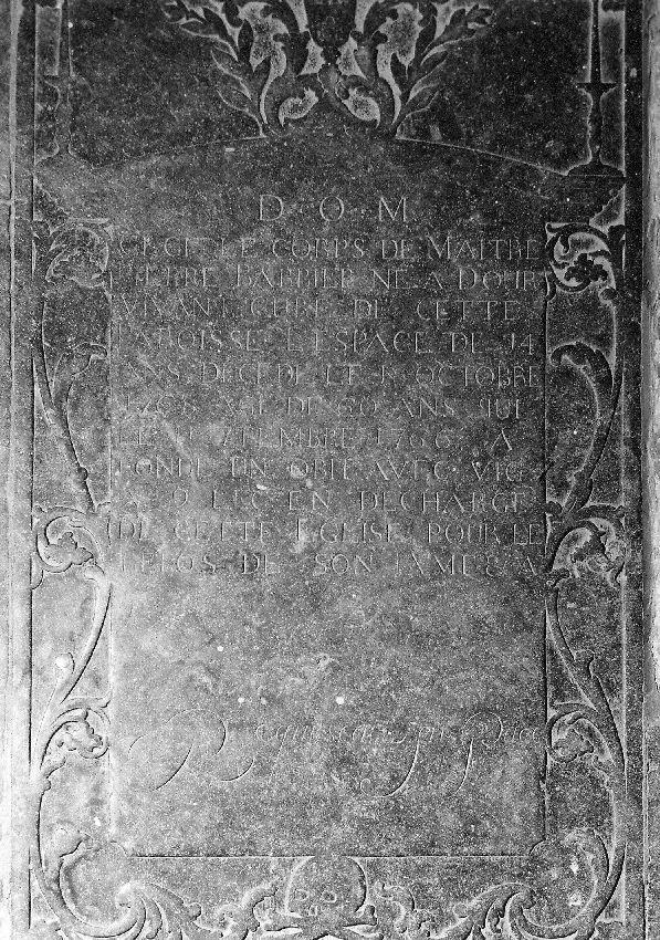 M047220 Dalle funéraire du curé Pierre Barbier