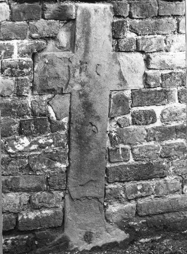M082763 Croix funéraire d'un défunt indéterminé
