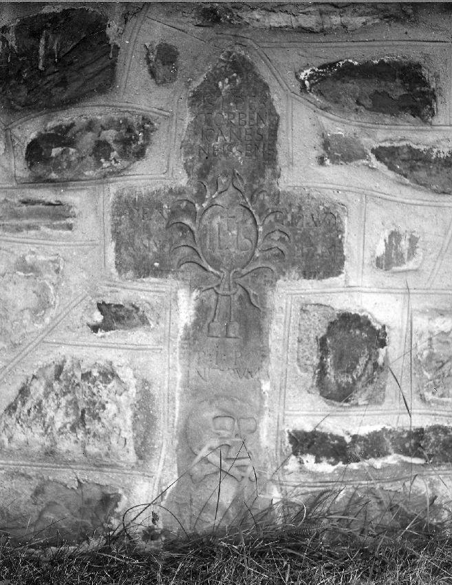 M235023 Croix funéraire de Joanes Neissen